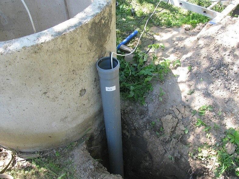 Прокладка водопровода в дом от скважины своими руками
